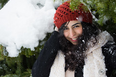 Simin Portrait Winter 6 (AH-Phototiv) Tags: winter snow schnee flake snowflakes landschaft persisch persia persian braun brunette mütze red portrait people personen leute photo foto photography fotografie botanischer garten botanic garden ulm germany