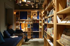Dormire in mezzo ai libri? Ora è possibile all'ostello Book and Bed di Tokyo e Kyoto, l 'ultima tendenza in Giappone (Cudriec) Tags: bookandbed città curiosità giappone kyoto ostello tokyo vacanze viaggi viaggiare viaggio