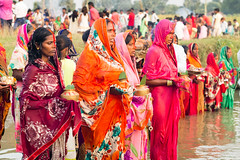 .. Chhath Puja..  Navadhi India (geolis06) Tags: geolis06 asia asie inde india bihar navadhi village offering offrande sari portrait olympuspenf olympusm1240mmf28anujfamille inde2017 traditionnelle traditional tradition chhathpuja anujfamille