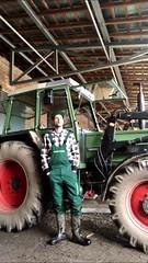 Bauernhof (Aigle_Benyl) Tags: fendt hof bauernhof scheune trecker tracteur traktor stiefel stiefelbauer stivali manngummistiefel stövler workboots worker workwear workgear farmer youngfarmer farm farmboy jungbauer laarzen rubberlaarzen rubberboots blackrubberboots rubber wellingtonboots wellingtons wellies wellys schaftstiefel schwarzegummistiefel gumibots gummistøvler gummistiefelimeinsatz kerlingummistiefeln cizme botas bottes botteux bootboys boots bekina meninboots meninrubberboots gumboots gummistiefel arbejdstøj latzhose engelbertstrauss manningummistiefeln mannstiefel bauergummistiefel bauerningummistiefeln bauer landwirtschaft landwirt landwirtingummistiefeln bauernarbeit bauerbeiderarbeit landwirtschaftgummistiefel