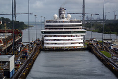 ship entering the lock (Suzanne's stream) Tags: ship vessel lock panama canal southamerica südamerika schleuse panamakanal