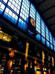 Vite il faut rentrer ! Le train n'attend pas.. (fourmi_7) Tags: gare pendule heure rentrer train ter rails toit vitres lumières lilleflandre nord hautsdefrance