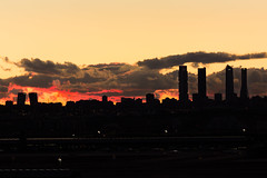 Madrid skyline 2 (cristianff09) Tags: airport 600d canon 55200 night skyline madrid atardecer spain rascacielos