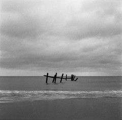 Yashica remnants (StuMcP) Tags: kodak400tmax yashicamat124g 1s tripod timer happisburgh beach sea dusk bw mono film tlr mediumformat stuartmcpherson