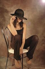 Sous les projecteurs ... ( P-A) Tags: modèle adolescente jeune belle parfaite timide intelligente gênée sousestime studio éclairagesoutenu photos simpa©