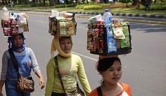 """INDONESIEN, Jakarta , auf der medan-merdeka-Barat, Transporter, 17044/9497 (roba66) Tags: reisen travel explore voyages urlaub visit roba66 asien südostasien asia eartasia """"southeast asia"""" indonesien indonesia """"republik indonesien"""" """"republic indonesia"""" indonesie archipelago inselstaat java jakarta city stadt capital hauptstadt leute menschen people woman frauen femme"""