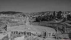 Plaza Oval B&W (www.jmproducciones.es) (JMProducciones84) Tags: jerash jerashgovernorate jordania jmproducciones josemanuelpinillos plaza oval arte arquitectura romana blancoynegro bw