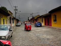 Antigua. Guatemala (Artal B.) Tags: calle coches antigua guatemala nubes casas