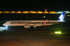 Singapore Airlines Airbus A350-941 9V-SMU (Mark Harris photography) Tags: spotting changi wsss plane aviation canon