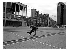 Herr und Hund (HP-Fotografie) Tags: germany hessen frankfurt streetphotography lumix neue oper hund herr