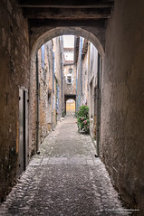 Long and narrow historical alleys - Monpazier/FR (About Pixels) Tags: 0727 10001500ac 2015 aboutpixels fr france frankrijk lpbvf latemiddeleeuwen latemiddleages lesplusbeauxvillagesdefrance mnd07 middeleeuwen monpazier nikond90 nikon nouvelleaquitaine summerseason zomerseizoen algemeen alley anno1250 appliedart appliedarts architecture architectuur art cityscape collecties historie infrastructure infrastructuur juli july kunst medieval stadsgezicht stedelijk steegje toegepastekunst urban weg history