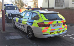 5913 - Merseyside - DK17 CPE - 28168057 (Call the Cops 999) Tags: uk gb united kingdom great britain england north west 999 112 emergency service services vehicle vehicles 101 police constabulary policing law and order enforcement merseyside southport station sunday 25 february 2018 bmw 330d diesel dk17 cpe battenburg lightbar led chevron chevrons