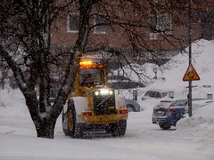 Snowfall (Linnea from Sweden) Tags: nikon d7000 afs 55200mm 456 g ed vr tractor car snow winter city street building