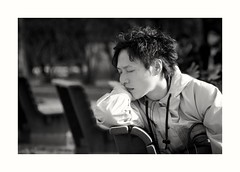 Portrait au Japon (elizzzzza67) Tags: 18200mm 2017 appareilphoto canon70d hiroshima homme japon nb objectif streetphotography