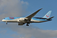 BY0065 PQC-LGW (A380spotter) Tags: approach arrival landing finals shortfinals threshold strobe beacon boeing 787 8 800 dreamliner™ dreamliner gtuie milesofsmiles tui operatedby tuiairwayslimited tom by by0065 pqclgw runway26l 26l london gatwick egkk lgw