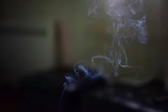 Smoke (gwendoline.lereste) Tags: smoke fumer fumée nuage blue bleu nikond810 nikon 50mm creation