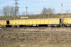 503017 Hoo Junction 160218 (Dan86401) Tags: hoojunction 6y48 503017 mla bogie open ballastbox wagon freight greenbrier gbrf gbrailfreight eqtinfrastructure yellowtailsnapper fishkind engineers departmental infrastructure