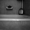 de las cosas vulgares (Eugercios) Tags: bathroom baño casa interior blanco branco black white negro preto bnw bw home side mirror espejo espelho sponge