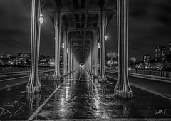 pont Paris NB (joboss83) Tags: paris pont nuit fujixt1 poselongue