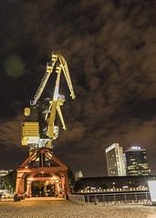 Grua (sebamuzzu) Tags: crane grua highiso harbour night baires