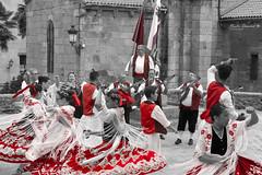Red folklore (Noelia Deosdad) Tags: red bn bw byn black white dance culture danza negro blanco folklore folclore murcia galicia tradicion spain españa tradition preformance tipical people gente
