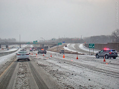 Wreck on snowy I-435 eastbound, 14 Jan 2018 (photography.by.ROEVER) Tags: usa kansas johnsoncounty joco overlandpark interstate freeway i435 suburb interstate435 highway road winter snow drive driving driver driverpic ontheroad 2018 january january2018 wreck
