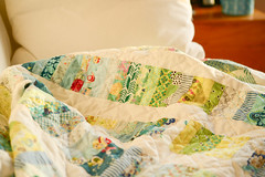 Still hand quilting the same top (balu51) Tags: patchwork sewing quilting handquilting quilt coinquilt summerquilt machinepieced stashsewing wip finishalong white blue green yellow scrappy scrapquilt winter lateafternoon sunny januar 2018 copyrightbybalu51