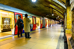 Which Way Out? (George Plakides) Tags: bakerstreet underground platform