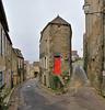 La porte rouge - Vézelay (hervétherry) Tags: france bourgognefranchecomté bourgogne yonne vezelay canon eos 7d efs 1022 rue porte rouge maison pittoresque village