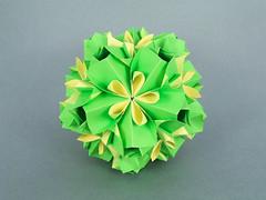 Asterolinon (masha_losk) Tags: kusudama кусудама origamiwork origamiart foliage origami paper paperfolding modularorigami unitorigami модульноеоригами оригами бумага folded symmetry design handmade art
