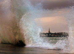 Fenêtre ouverte sur St Malo ... ( Marée de 109 ce matin ) (Eric DOLLET - Ici et ailleurs) Tags: ericdollet saintmalo bretagne vagues