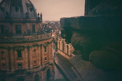 Radcliffe Camera, Oxford (a.pierre4840) Tags: olympus xa 35mm f28 lomography 800iso colorfilm colourfilm architecture oxford perspective church radcliffecamera england vignetting