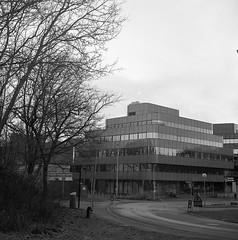 Johanneberg Science Center (rotabaga) Tags: sverige sweden svartvitt göteborg gothenburg blackandwhite bw bwfp lomo lomography lubitel166 tmax400 twinlens mediumformat mellanformat 120 chalmers