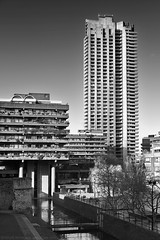 Mountjoy / Lauderdale (Images George Rex) Tags: london cityoflondon uk barbicancomplex barbicanestate barbican residential gradeii grade2 englishheritage brutalism brutalist england gb greatbritain unitedkingdom britain photographygeorgerex georgerexphotography reinforcedconcrete corporationoflondon christofbon geoffrypowell chamberlinpowellbon modernism ovearuppartners barbicancentre peterchamberlin cpb photobygeorgerex imagesgeorgerex mountjoyhouse lauderdaletower