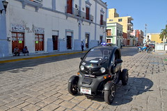 Again, the TWIZY of the Campeche police ! (Chemose) Tags: mexico mexique yucatán voiture police car twizy électrique electric renault hdr canon eos 7d mars march campeche