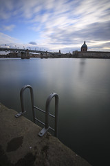 La piscine (PhotoNic31) Tags: swimmingpool toulouse lagrave eau pauselongue garonne