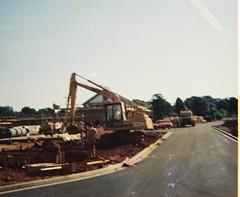 Five Acre Drive, Begbrook, Bristol, 1983 (The Digger-Man) Tags: bristol 1983 digger begbrook hymac excavator clarkdrive fiveacredrive blenmanclose scottlawrenceclose frenchayparkroad broadwaysdrive heatwave plant hire machinery pul314y