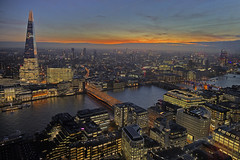 Tutto ai miei piedi / All below my feet (Sky gardens, City of London, London, United Kingdom) (AndreaPucci) Tags: skygardens cityoflondon london bridge theshard thames sunset andreapucci uk
