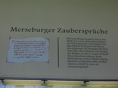 20170528 01 033 Regia Merseburg Bahnhof Zaubersprüche Hinweisschild