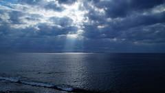 Beams of light (Steenjep) Tags: madeira portugal ferie holiday urlaub landscape landskab scene view sea hav light ray wave sky cloud himmel beach