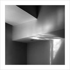 Eixe tímid racó XVII / That shy corner XVII (ximo rosell) Tags: ximorosell bn blackandwhite blancoynegro bw buildings llum light luz squares spain arquitectura architecture abstract abstracció nikon d750 detall