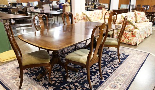 Henredon Banded Mahogany Double Pedestal Dining Table w/ 3 Leaves and 6 Chairs ($476.00)