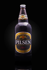 Pilsen Stout (Alvimann) Tags: alvimann pilsen stout pilsenstout blackbeer black beer cervezanegra cerveza negra uruguay uruguayan uruguaya industrial industry alcoholic alcoholica bebe bebida beber beverage beers alimento taste tastes sabor sabores drink drinking montevideouruguay montevideo bottle botella fotografia producto fotografiadeproducto productphotography product photography photo foto marca marketing brand branding label labels etiqueta etiquetas drop drops gota gotas chill chilled frio fria