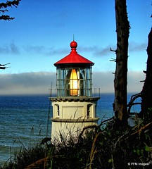 Heceta Head Lightnouse (pandt) Tags: oregon lighthouse hecetahead heceta coast coastal pacific ocean sea clouds sky water trees red white blue outdoor canon eos 7d slr