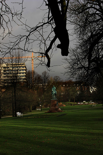 "Im Schlossgarten (01) • <a style=""font-size:0.8em;"" href=""http://www.flickr.com/photos/69570948@N04/28114861459/"" target=""_blank"">View on Flickr</a>"
