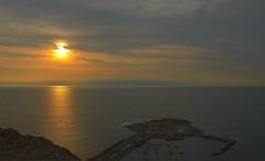Viewing the Sunset (munoz.p10) Tags: sunset atardeceres océano vistamorrodearica sol sun pordosol coucherdosoleil abenddammerung dunkerwerden apus meer mare mer sonne sole ocean nikond7000 pazifischerozean nature photography arica chile
