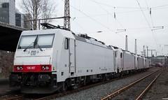 025_2018_01_06_03_Essen_Hbf_6186_907_D_XRAIL_&_2186_910_I_XRAIL_&_2186_908_I_XRAIL_&_6186_906_D_XRAIL_Thalys_TGV_43010_SNCF (ruhrpott.sprinter) Tags: ruhrpott sprinter deutschland germany allmangne nrw ruhrgebiet gelsenkirchen lokomotive locomotives eisenbahn railroad rail zug train reisezug passenger güter cargo freight fret essen hbf dortmund parisnord wuhan china db vrr sbahnrheinruhr s2 sncf thalys xri xrail 0422 6186 2186 186 outdoor logo natur