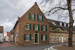 Monheim am Rhein  -  altes Rathaus (KL57Foto) Tags: 2018 germany januar january kl57foto monheimamrhein nrw nordrheinwestfalen olympus penemp2 winter historisches gebäude haus altstadt altes rahthaus