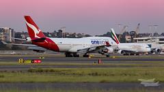 VH-OEF QF B747 34L YSSY-3157 (A u s s i e P o m m) Tags: mascot newsouthwales australia au qantas qf boeing b747 queenoftheskies oneworld syd yssy sydneyairport