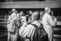 Monks' day off (tagois) Tags: nanliangarden 南蓮園池 diamondhill 鑽石山 kowloon 九龍 hongkong 香港 monk buddhism